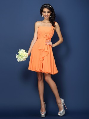 A-Line/Princess Strapless One-Shoulder Sleeveless Hand-Made Flower Short/Mini Chiffon Bridesmaid Dresses
