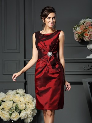 Sheath/Column Scoop Sleeveless Knee-Length Pleats Taffeta Mother of the Bride Dresses