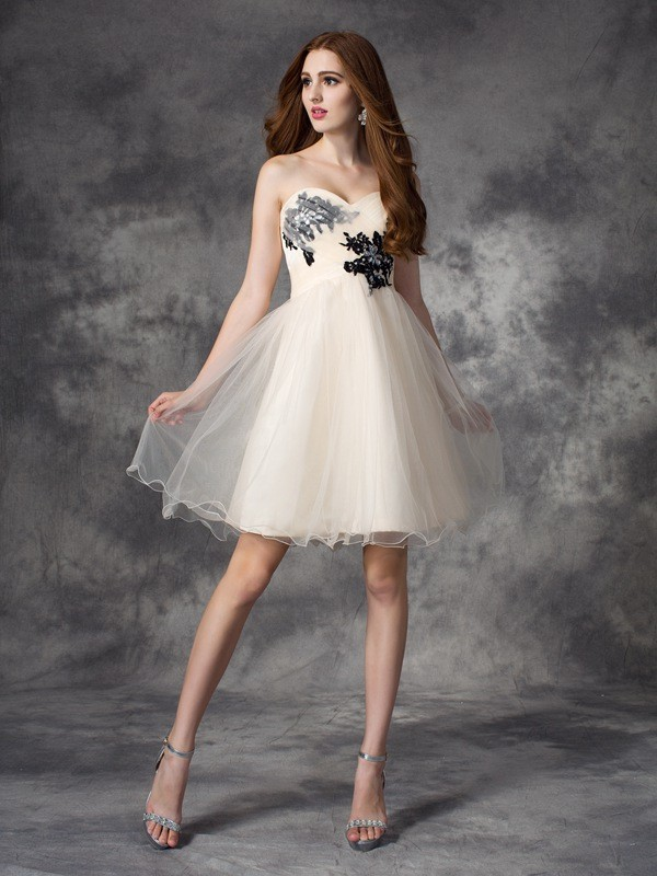 A-line/Princess Sweetheart Applique Sleeveless Short Net Dresses