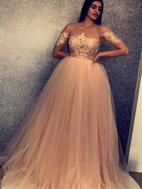 Ball Gown Short Sleeves Scoop Sweep/Brush Train Applique Tulle Dresses