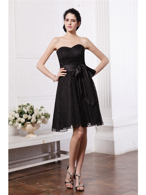 A-Line/Princess Sweetheart Sleeveless Sash Short Lace Bridesmaid Dresses