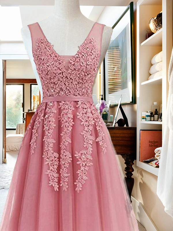 A-Line/Princess Short/Mini Sleeveless Tulle V-neck Applique Dresses