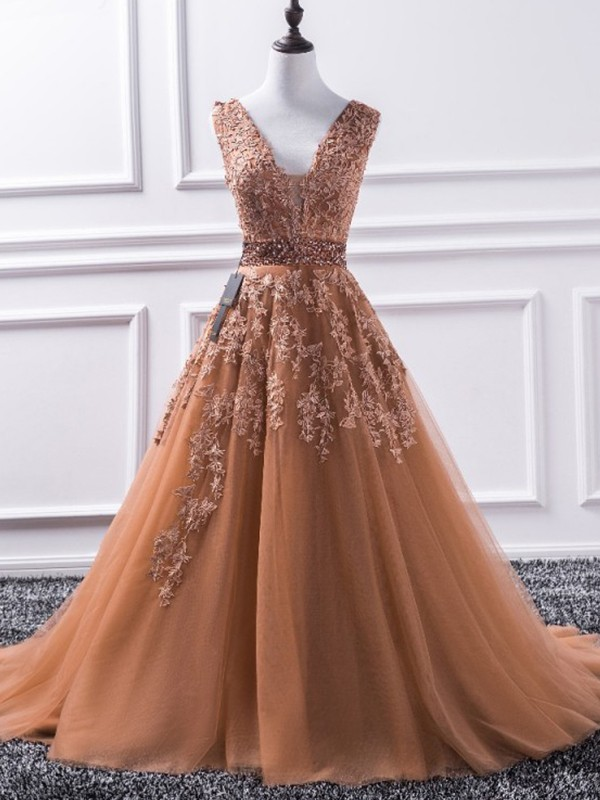 A-Line Sleeveless V-neck Sweep/Brush Train Applique Tulle Dresses
