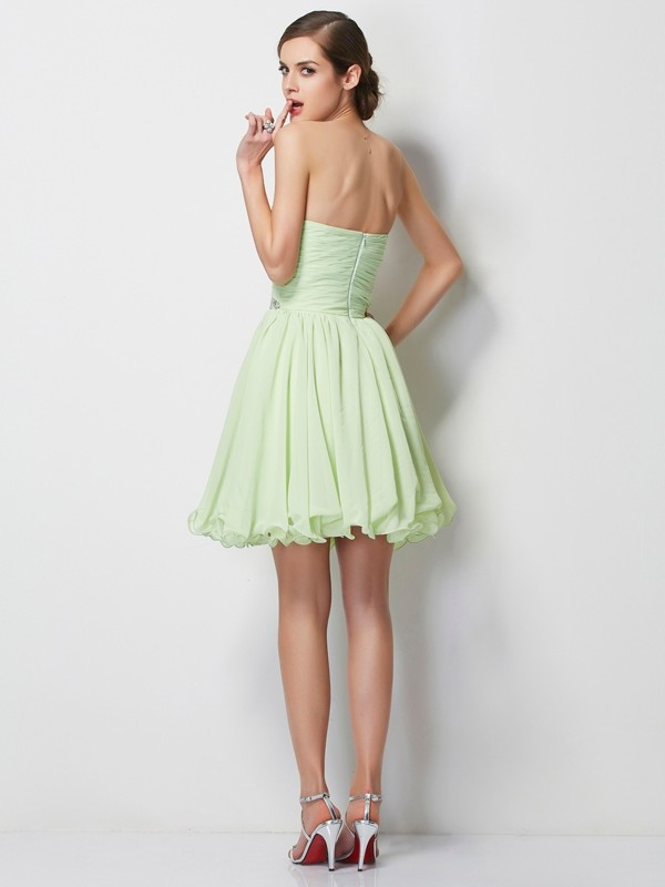 A-Line/Princess Sweetheart Sleeveless Short Beading Chiffon Dresses