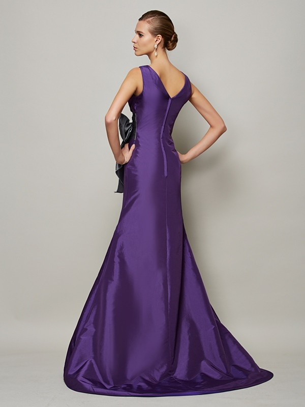A-Line/Princess V-neck Sleeveless Sash/Ribbon/Belt Long Taffeta Dresses