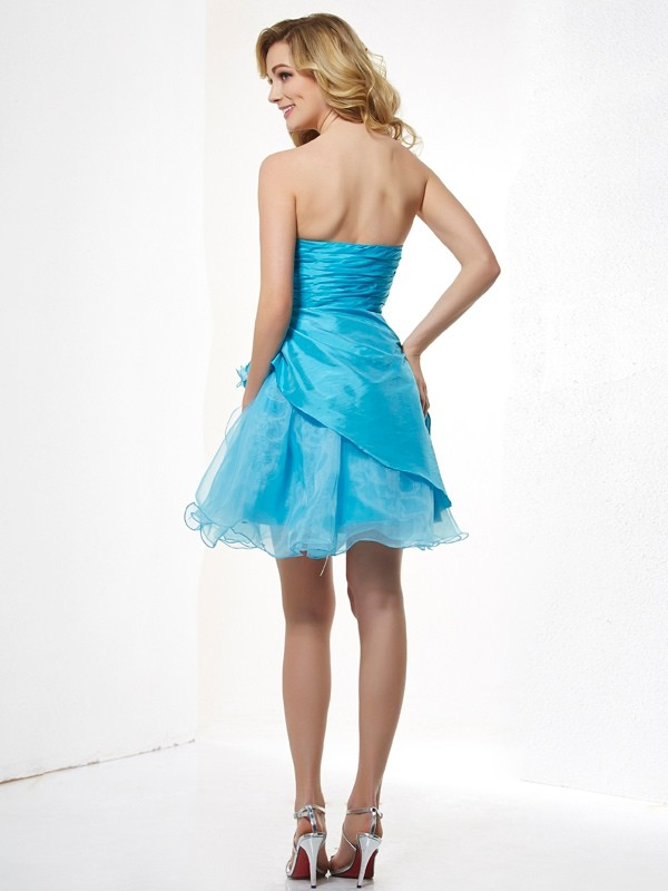 A-Line/Princess Sweetheart Sleeveless Beading Short Taffeta Dresses