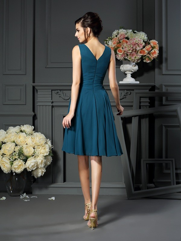 A-Line/Princess V-neck Beading Sleeveless Short Chiffon Mother of the Bride Dresses
