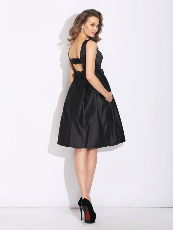 A-Line/Princess Bateau Bowknot Sleeveless Short Satin Dresses