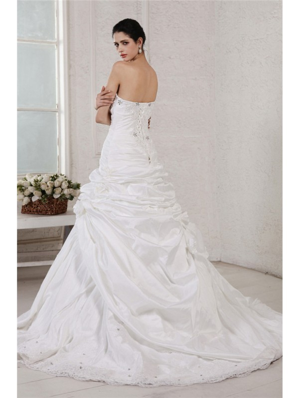 A-Line/Princess Sweetheart Sleeveless Applique Beading Long Taffeta Wedding Dresses