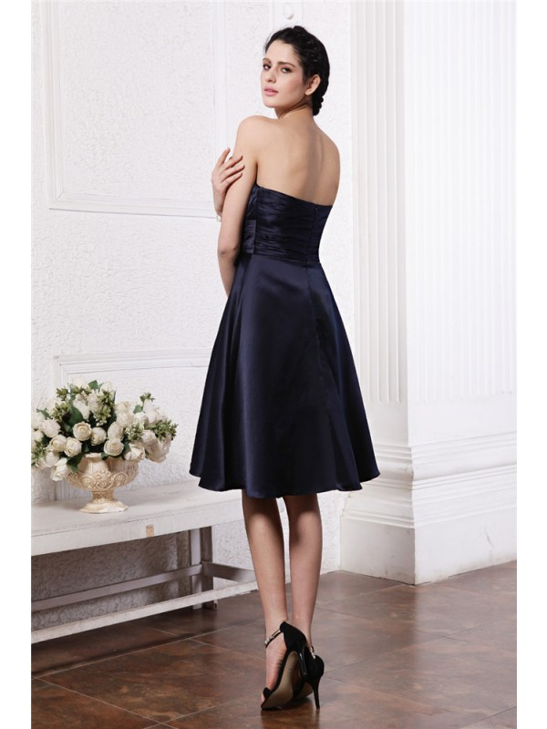 A-Line/Princess Strapless Sleeveless Pleats Hand-Made Flower Short Elastic Woven Satin Bridesmaid Dresses