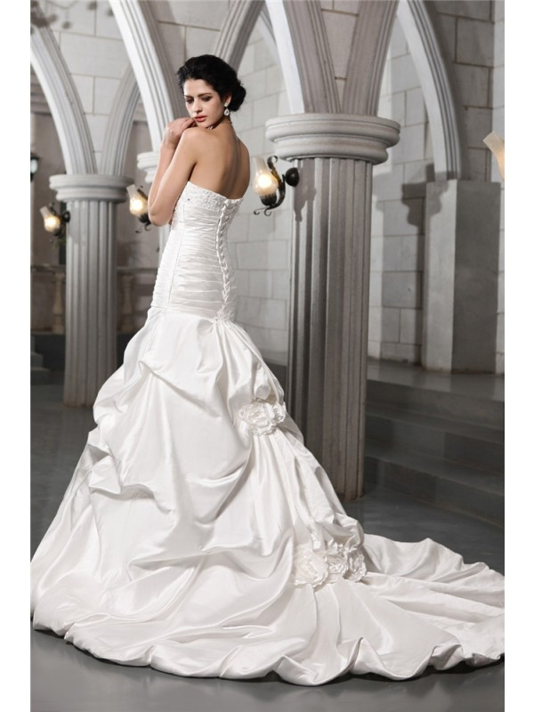 A-Line/Princess Sleeveless Strapless Beading Applique Hand-Made Flower Long Satin Wedding Dresses
